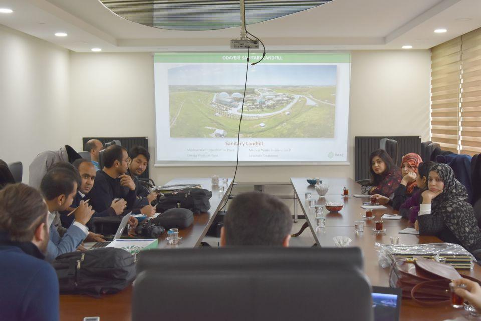 Pakistan-Lahor Yerel Yönetim Temsilcilerine Düzenli Depolama Eğitimi