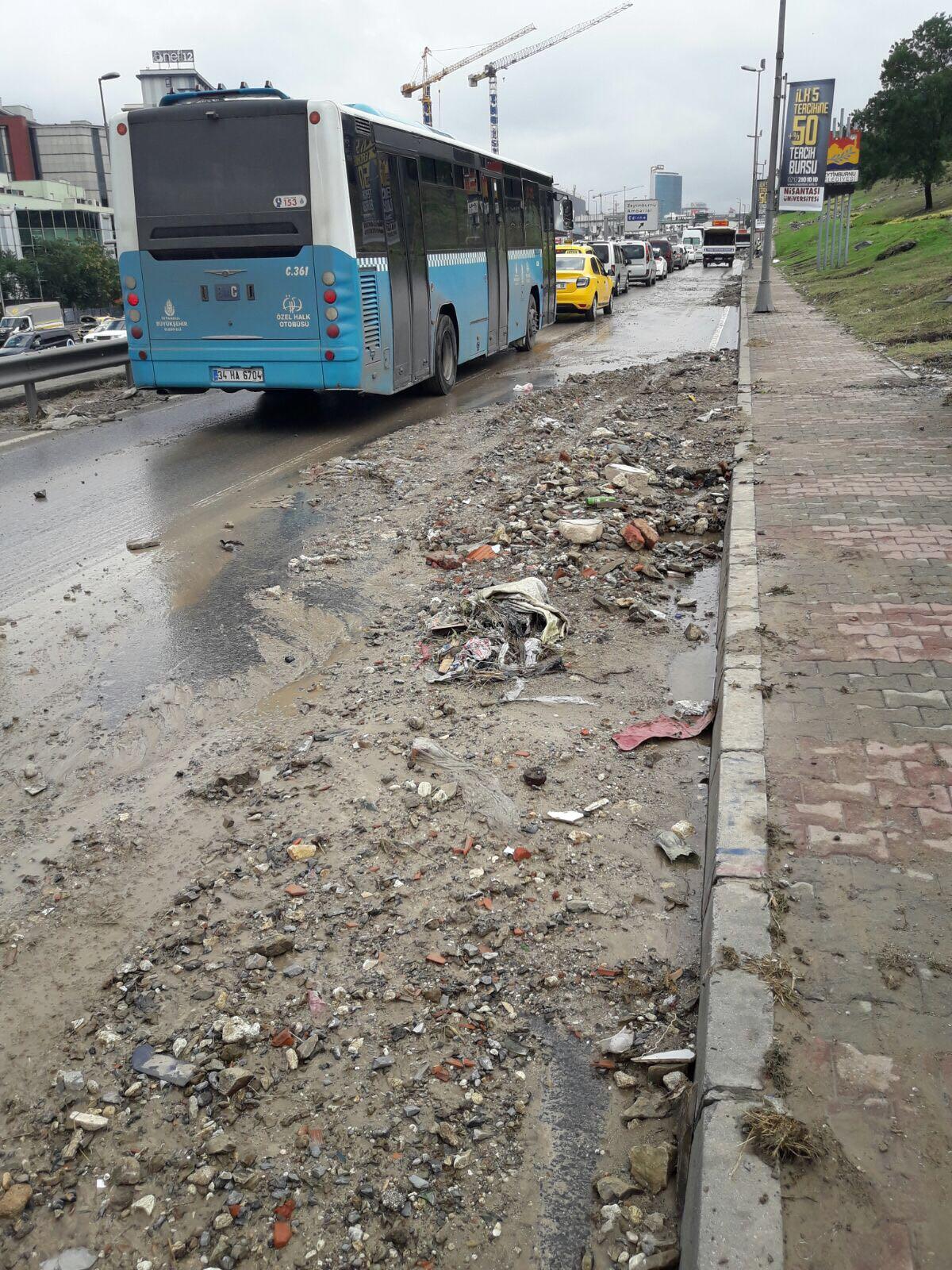 Sağanak Yağış Altında Kent Temizliği Çalışmalarımız Devam Ediyor